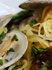 linguini-spaghetti-squash-alla-vongole www.4hourbodygirl.com/
