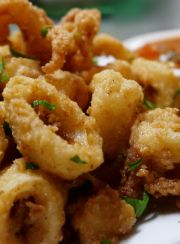 SLOW-CARB ALMOND CRUSTED MEXICAN CALAMARI WITH RED CHILLI SAUCE | www.4hourbodygirl.com
