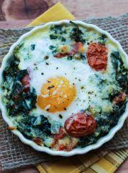 Creamy Kale Baked Eggs | www.4hourbodygirl.com