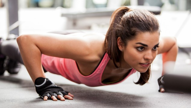 girl doing pushup | www.4hourbodygirl.com